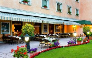 The Green Park Hotel Restoran